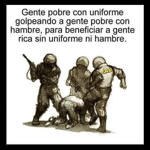 Gente pobre con uniforme